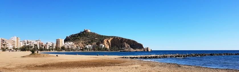 Playa de Poniente y Castillo de San Juán de las Águilas
